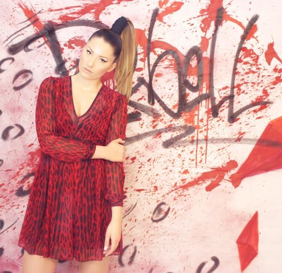 Model: Belen Frisur: Kathrin Deller Make-up: Kathi Arndt Costume: Michael Kors / Silke Beata Groll Foto: Nicole Bisior Graffiti: Matthias Höffner