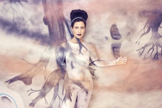 Model: Tanja Frisur: Alexandra Simon-Teckhaus Make-up: Kathi Arndt Costume: Zara / Silke Beata Groll Foto: Nicole Bisior Graffiti: Matthias Höffner