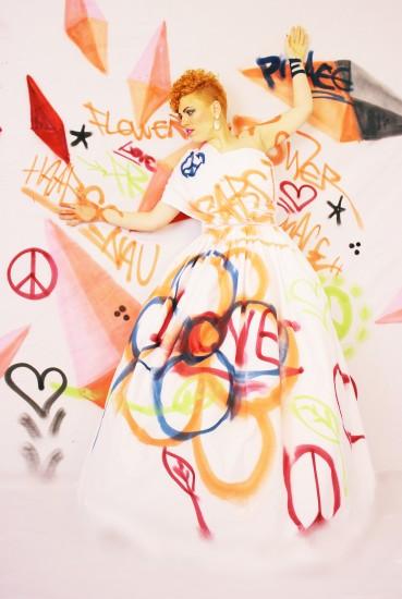 Model: Babsi Frisur: Kathi Arndt Make-up: Kathi Arndt Costume: Silke Beata Groll Foto: Nicole Bisior Graffiti: Matthias Höffner