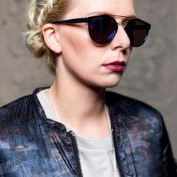 Janine Isken Stylist: Gabi Quenzer Visagist: Pia Gerdes Costume Designer: Sinn - Leffers