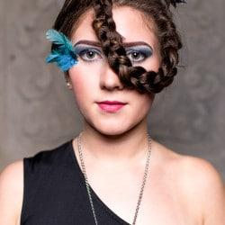 Lena Bonnek Stylist: Alexandra Simon Visagist: Pia Gerdes / Julia Harbecke Costume Designer: Silke Beata Grol K40 Schmuck: Charlotte Ehringer - Schwarz 1876